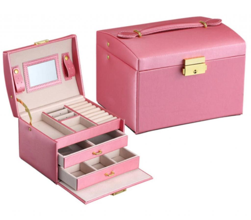 Кутия за бижута с кадифен интериор